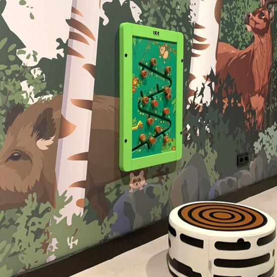 wandspel voor in een kinderhoek. Puzzel in een jungle thema